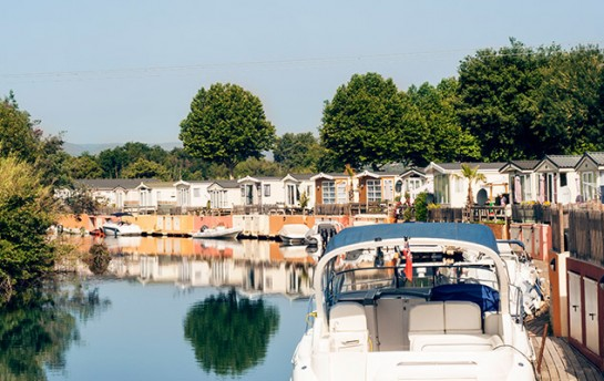 Location resort holiday marina port grimaud st for Camping saint tropez avec piscine